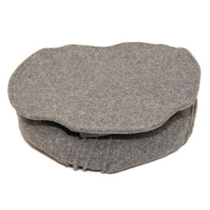 Prenda de cabeza de origen pakistaní. Color gris.